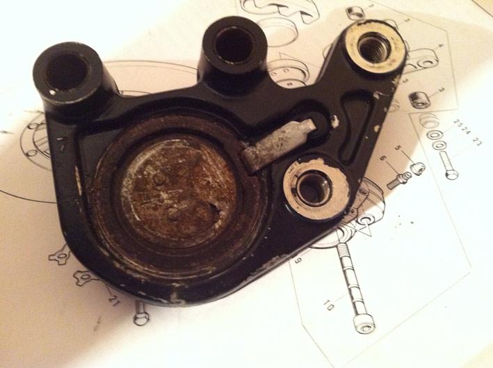 SOS .. Renovation etrier frein disque AV .. SOS Plaque12