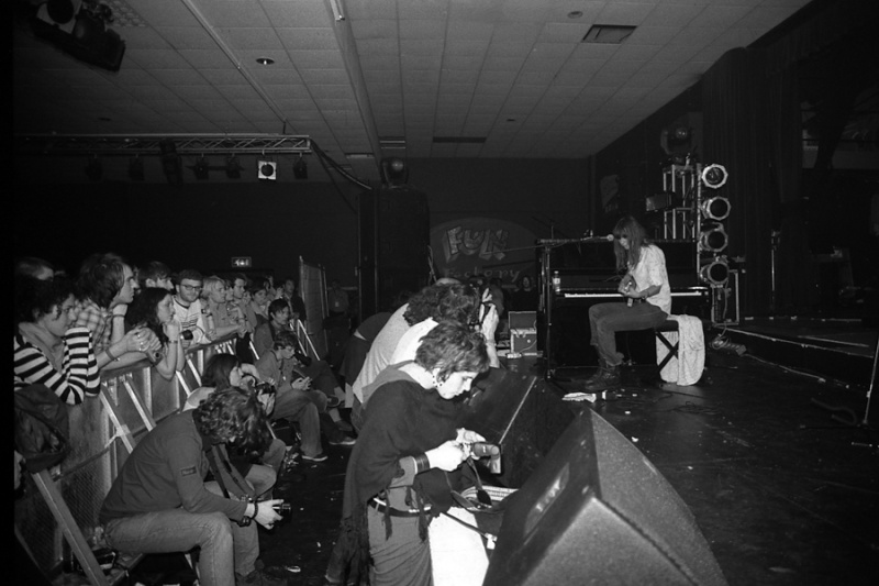 """4/4/04 - Camber Sands, England, """"All Tomorrow's Parties Festival 2004"""" 4-4-0415"""