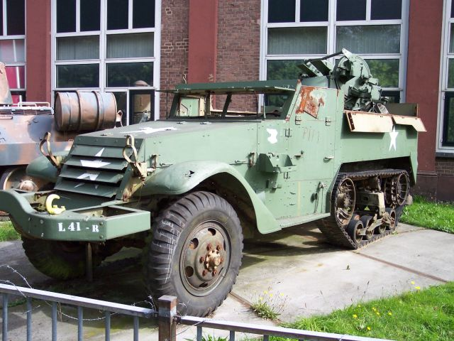 U.S. Multiple Gun Motor Carriage M16 in 1:35 Amerik10