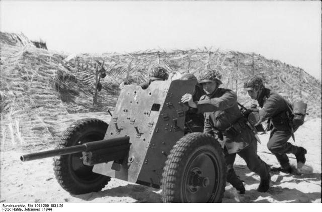 3,7cm Pak35/36 w/Crew 1:35 Bundes11
