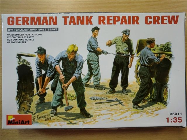 German Tank Repair Crew Cimg3193