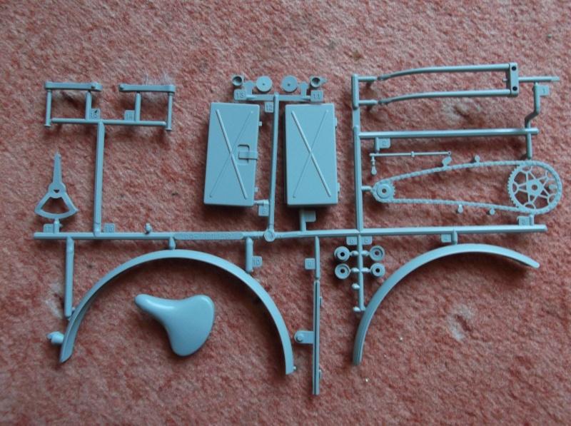 German Bicycle w/ Panzerfaust 60 1:6 von Dragon Dscf0946