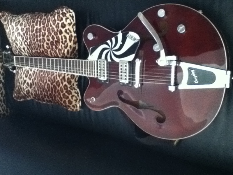 Welcome to the new forum, tell me about your rocking geetar! Guitar10