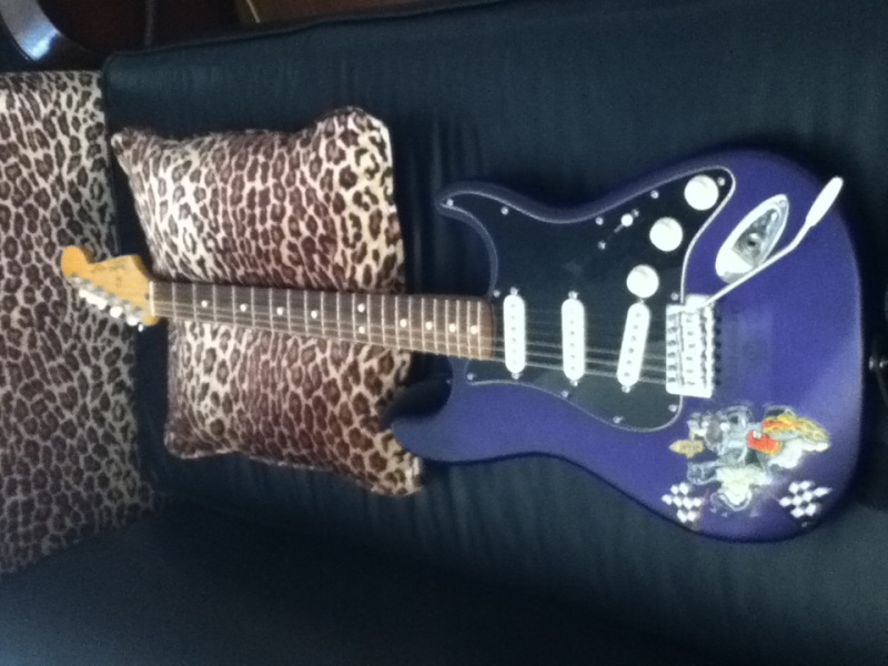 Welcome to the new forum, tell me about your rocking geetar! Guitar11
