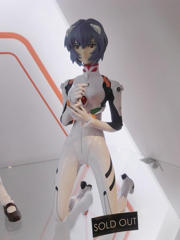 """Una mirada a la """"Evangelion Store Tokyo-01″ – Parte 2 Evange30"""