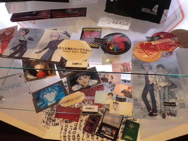 """Una mirada a la """"Evangelion Store Tokyo-01″ – Parte 2 Evange41"""