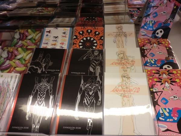 """Una mirada a la """"Evangelion Store Tokyo-01″ – Parte 2 Evange43"""