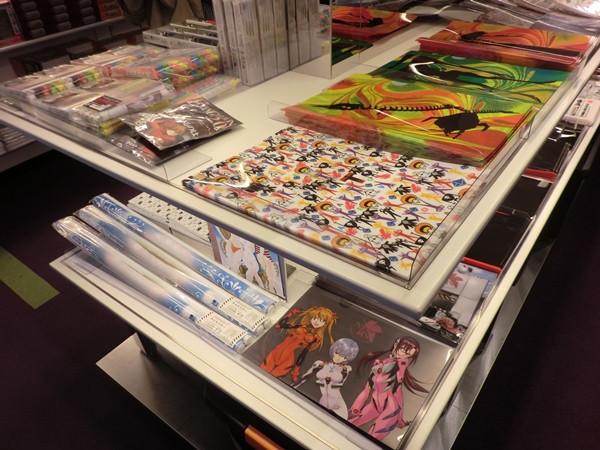 """Una mirada a la """"Evangelion Store Tokyo-01″ – Parte 2 Evange44"""