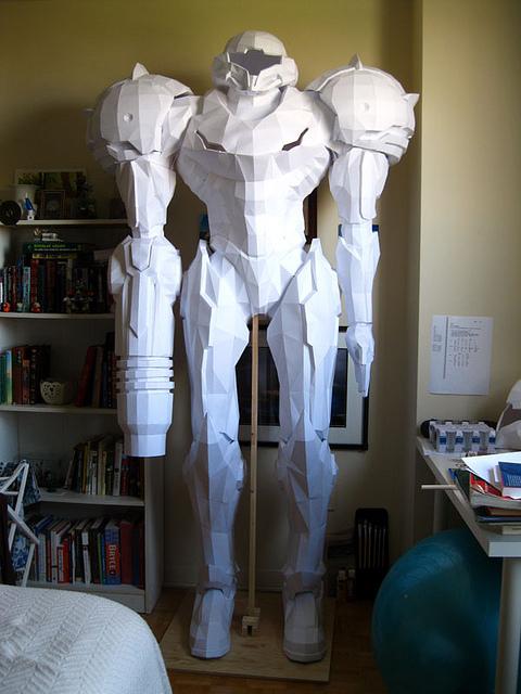 Papercraft gigante escala real de Seamus Aran de Metroid Prime Seamus13