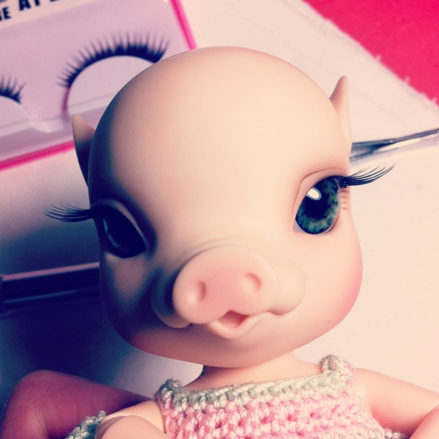 NOUVELLES PHOTOS de Sacha en bas de P1 (BJB cochon Elf Doll) Photo10