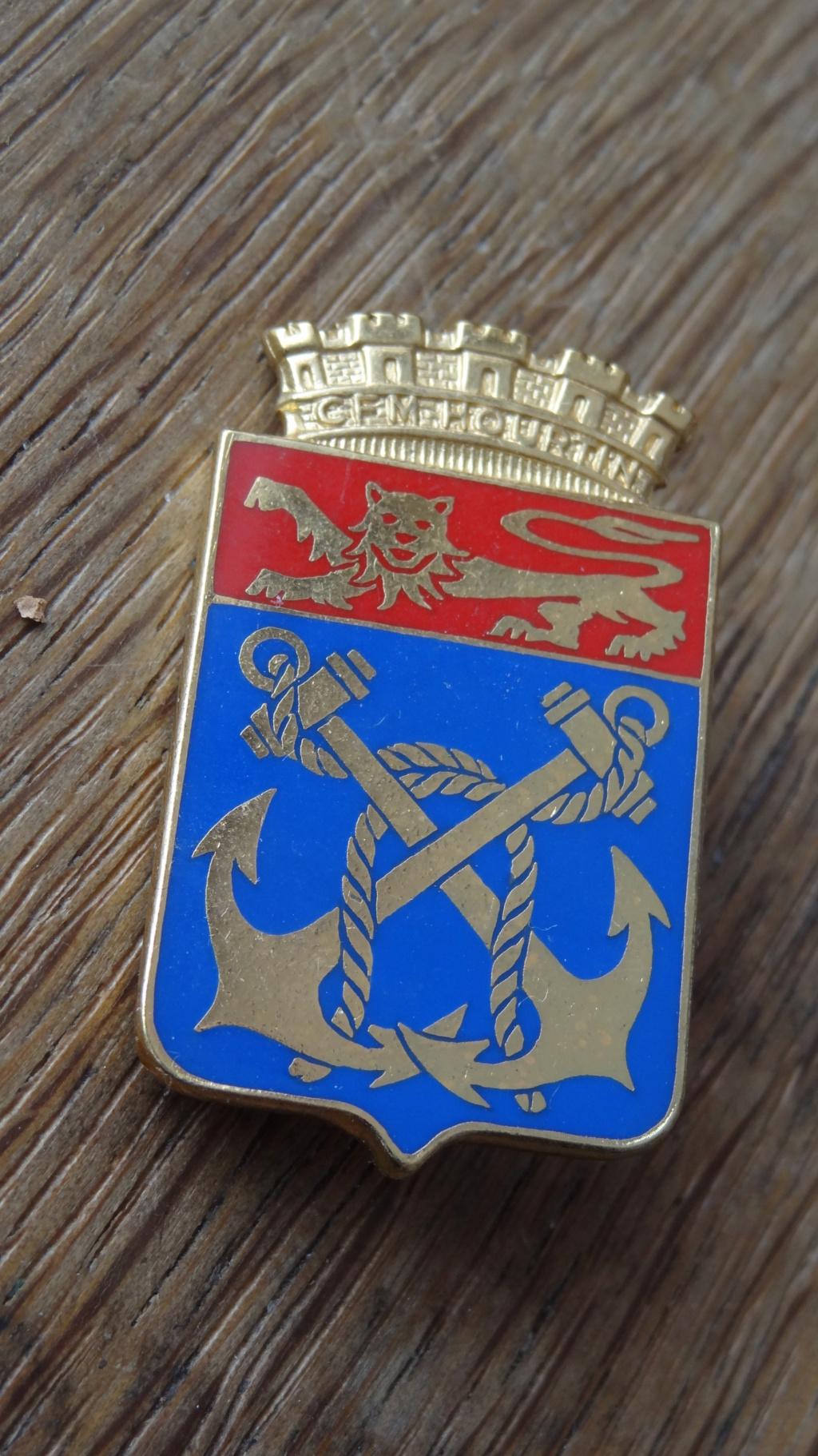 Identification de deux insignes Dsc01010