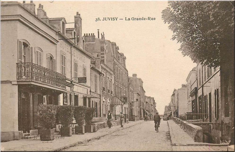 Une rue  de Juvisy,, un défilé, un personnage yeux bandés ....  - Page 3 Hoteld10
