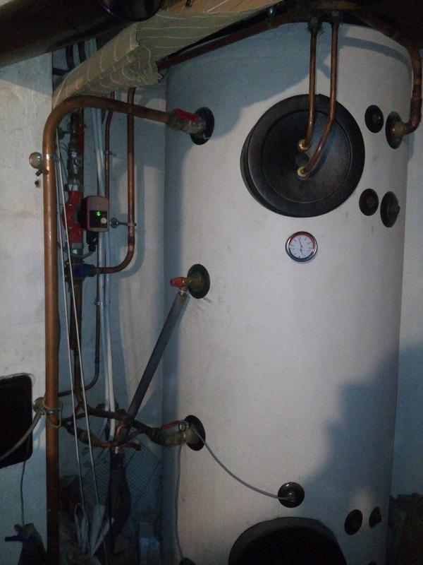 Y a t'il un plombier chauffagiste dans la salle Img_2039