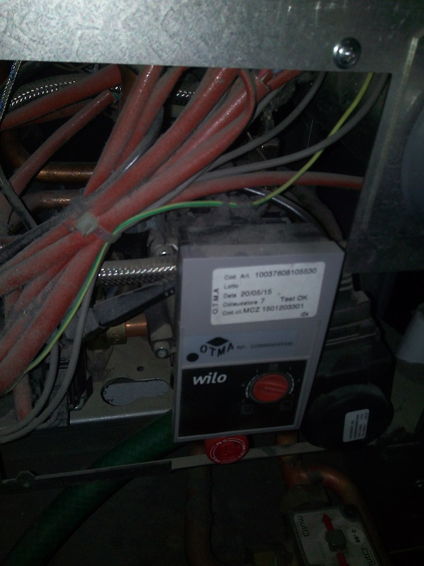Y a t'il un plombier chauffagiste dans la salle - Page 2 Img_2044