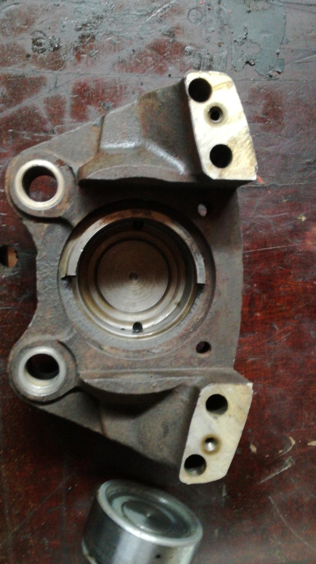 Cherche un étrier freins avant MB 800 15354310