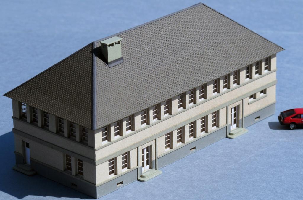 [Cités Miniatures] Grand bâtiment administratif R+1 - Echelle N Bf-01212