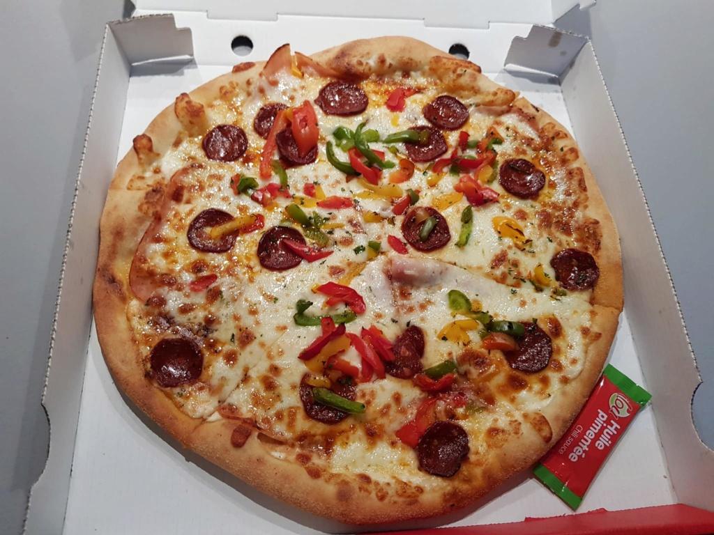 On donne de notre personne pour goûter aux pizza de la concurrence   42324411
