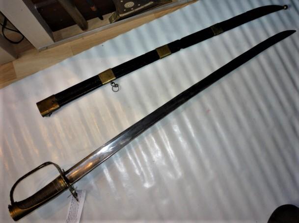 sabre à garde tournante P1100736