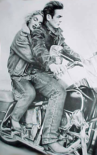 Ils ont posé avec une Harley, uniquement les People - Page 35 James_11