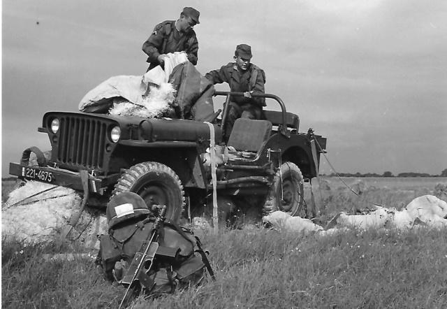 PHOTO Une jeep dans un champ ? 1er_rc11