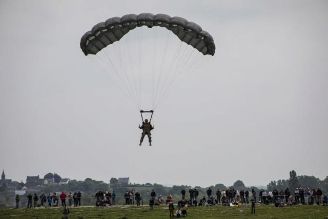 150 parachutistes   36962610