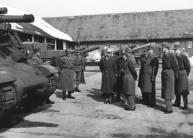 Des Saint Cyriens  à Vienne en 1964 Artill15