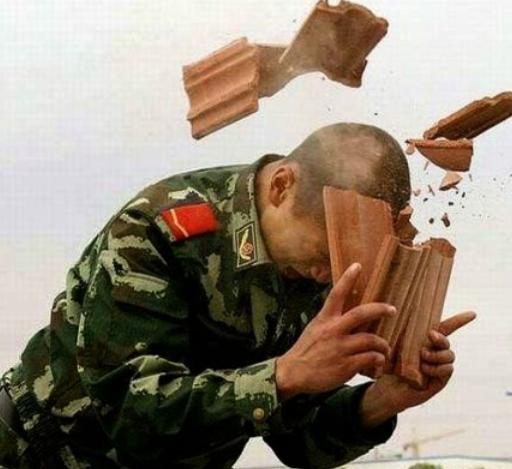 PHOTO :  Se casser la tête pourquoi ? Case_t10