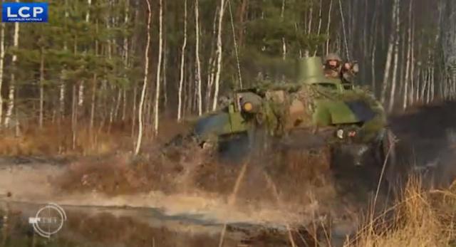 Des soldats français dans la Baltique Chars10