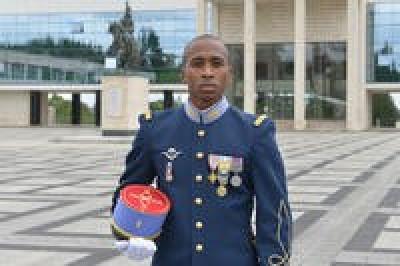 Légionnaire devenu Français et officier Offici11