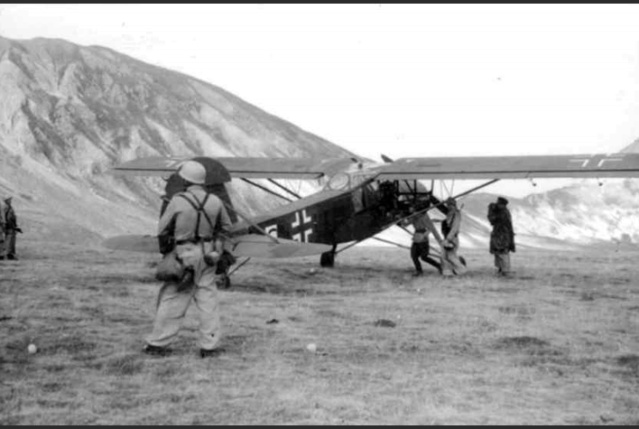 12 septembre 1943 : Skorzeny et Mussolini Otto310