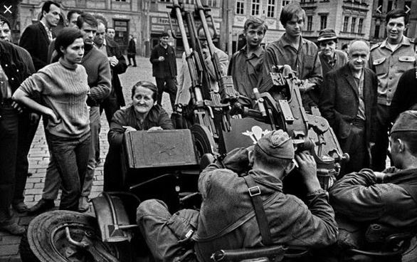Ce jour-là : 21 août 1968 : Invasion de la Tchécoslovaquie Para_s10