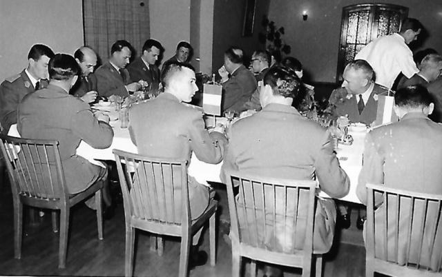 Des Saint Cyriens  à Vienne en 1964 Repas10