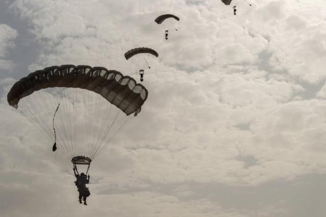 Un Commando Parachutiste au 17ème RGP Rgp210