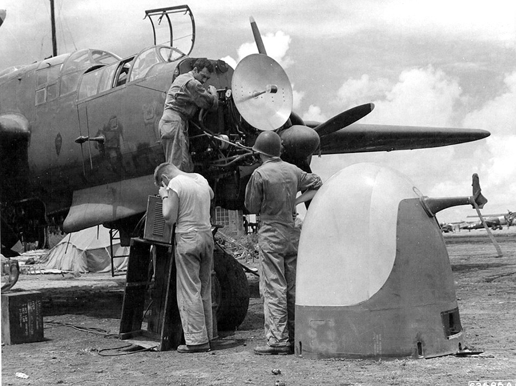"""P-61A-10 Black Widow SN 42-5598 """"Sleepy Time Gal II"""" Cpt. Ernest Thomas - 6th NFS - 1945 (1/32) - Page 2 0219"""