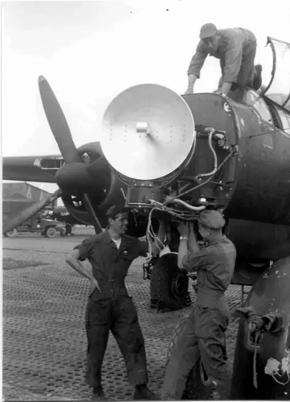 """P-61A-10 Black Widow SN 42-5598 """"Sleepy Time Gal II"""" Cpt. Ernest Thomas - 6th NFS - 1945 (1/32) - Page 2 05_web10"""