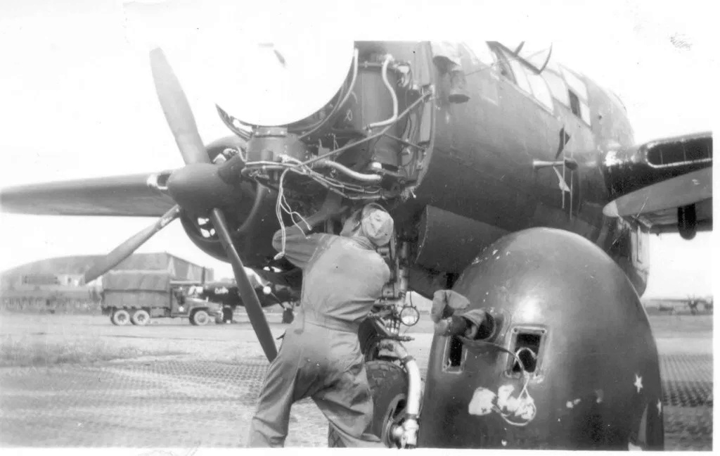 """P-61A-10 Black Widow SN 42-5598 """"Sleepy Time Gal II"""" Cpt. Ernest Thomas - 6th NFS - 1945 (1/32) - Page 2 0614"""