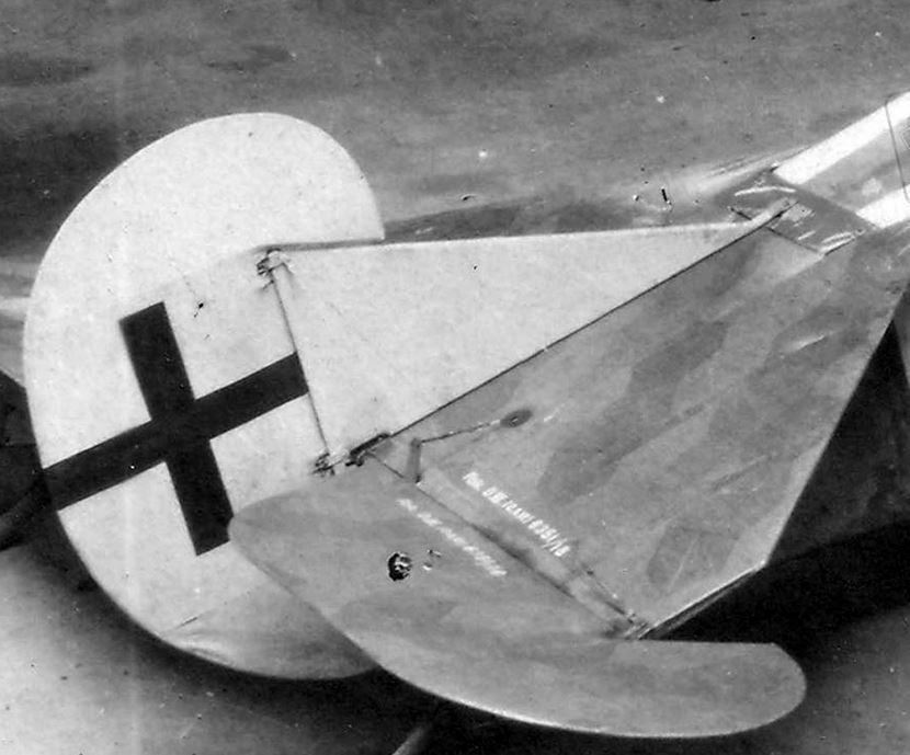 "[Concours WWI] Fokker D.VII ""Early"" - Max Kliefoth / Jasta 19 - Octobre 1918 - 1/32 - Page 6 Captur15"
