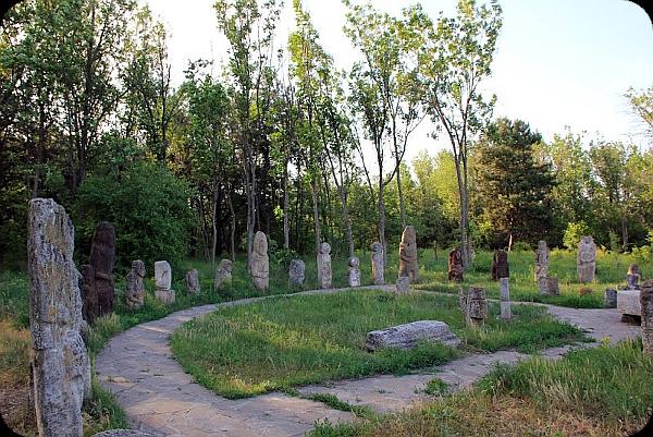 Khortytsya Island - sanctuary of ancient gods and ancient burials of ancestors (photo). Aaa_ia21