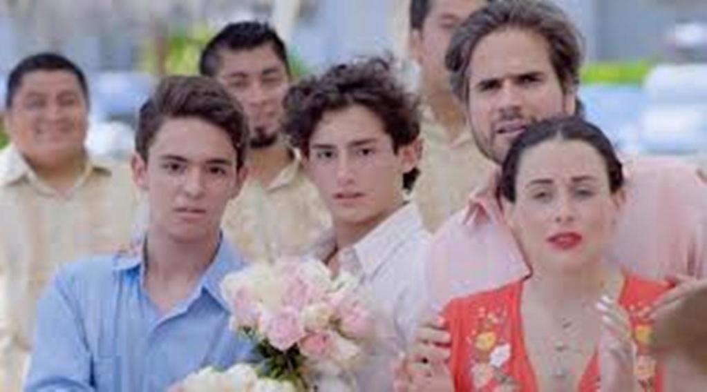 MI MARIDO TIENE FAMILIA Mi_910