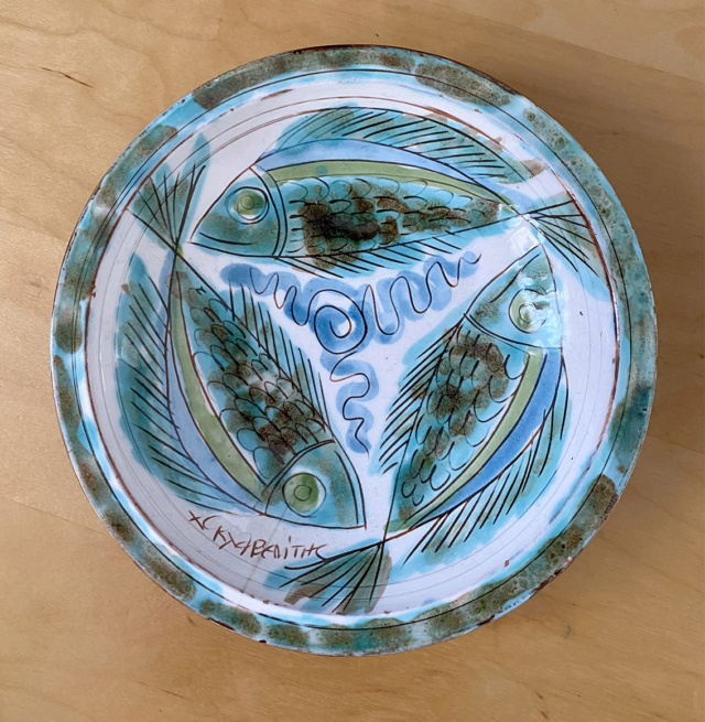 3 Fish Hand Painted and signed bowl. Help with identifying. Thanks  3_fish13