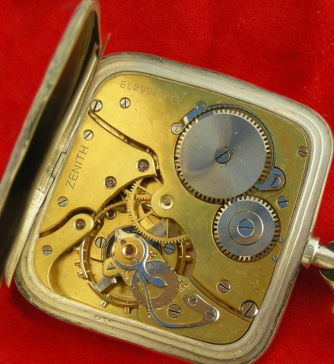 L'un des trois exemplaires de la seule montre de poche au calibre carré  Carre_11