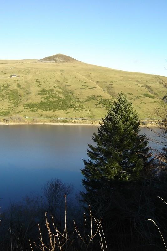 Puka et Chadka au Lac du Guéry 05_lac10