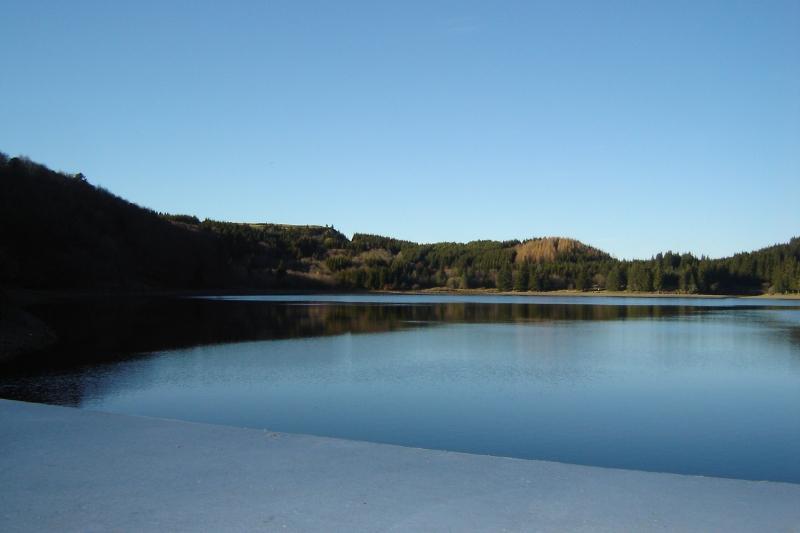 Puka et Chadka au Lac du Guéry 09_lac10