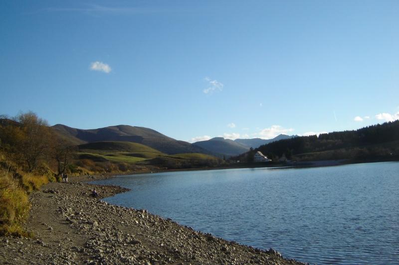 Puka et Chadka au Lac du Guéry 14_lac10