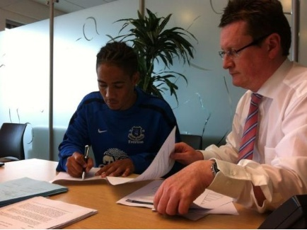 22: Steven Pienaar - Back where he belongs - Page 11 Pienaa10