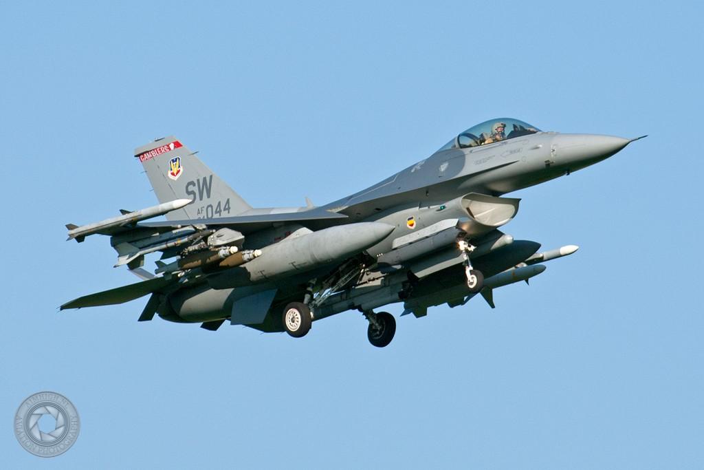 F-16 around the world - Page 25 0110