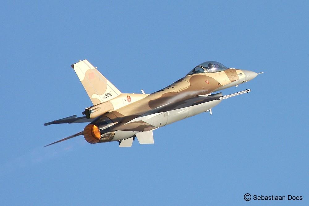 Photos RMAF F-16 C/D Block 52+ - Page 2 2011-111