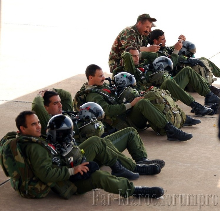 Parachutistes Militaires Marocains / Moroccan Paratroopers - Page 8 Clipbo15