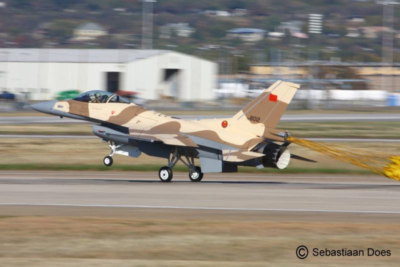 Photos RMAF F-16 C/D Block 52+ - Page 2 Img_2310
