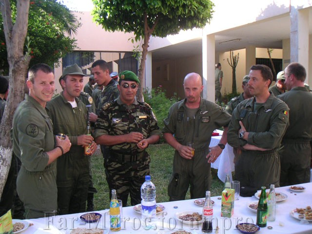 Parachutistes Militaires Marocains / Moroccan Paratroopers - Page 7 Marocc11